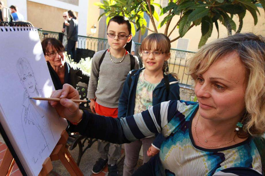 Sylvie T a posé son chevalet et « croqué » les invités, qui sont repartis avec leur dessin.