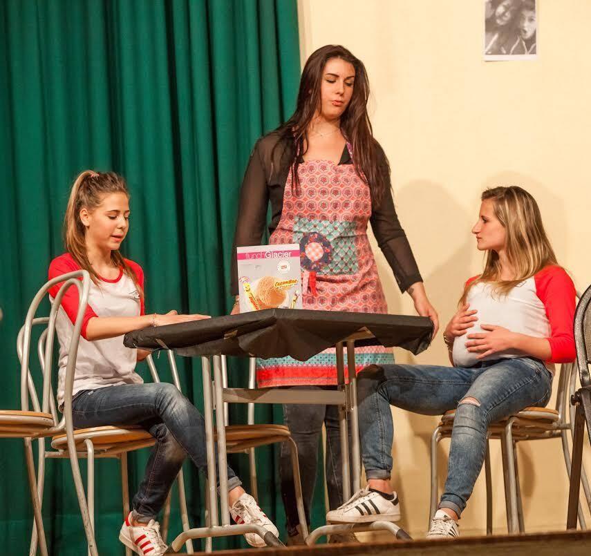 Les comédiens ont joué Gare en scène, une pièce qu'ils ont adapté du livre de Denise Bonal Les Pas perdus.