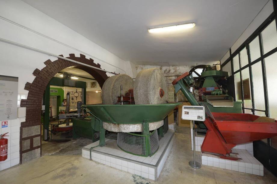 Pendant 45 minutes, les visiteurs peuvent découvrir l'évolution du moulin depuis 1400.