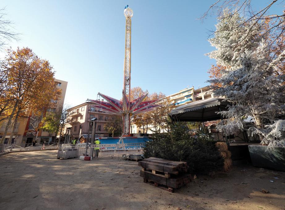 À Cagnes, la grande attraction de Noël sera ce manège forain qui permettra de s'envoler à 25 mètres de haut, couronné d'une boule lumineuse visible à des kilomètres à la ronde.