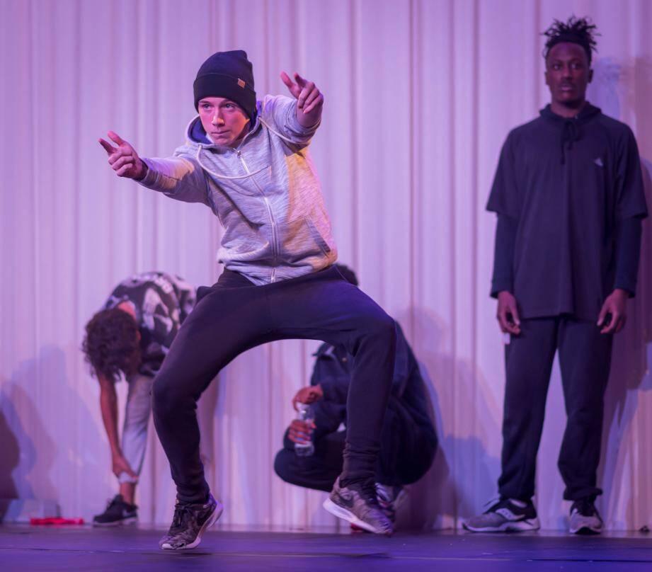 La culture hip-hop a permis à plus de 50 danseurs de se présenter sur scène.