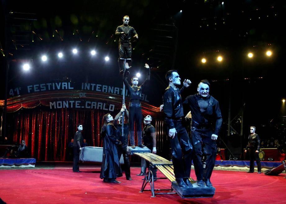 La troupe Trushin, venue de Moscou avec un impressionnant numéro de sauteurs à la bascule repart avec l'un des deux clowns d'or de la compétition.