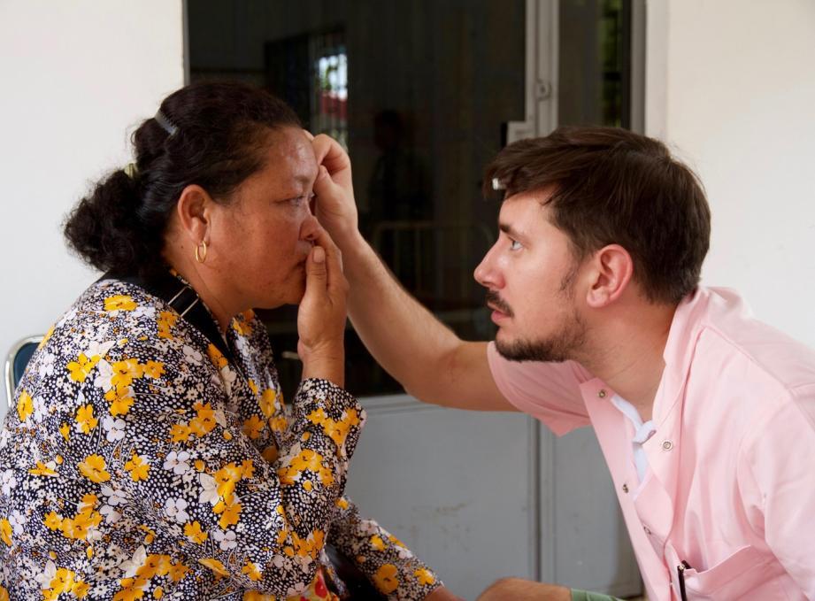 Vingt-neuf élèves infirmiers et leurs accompagnateurs, médecins et infirmiers, sont allés soigner les populations de la ville de Kep, au Cambodge.