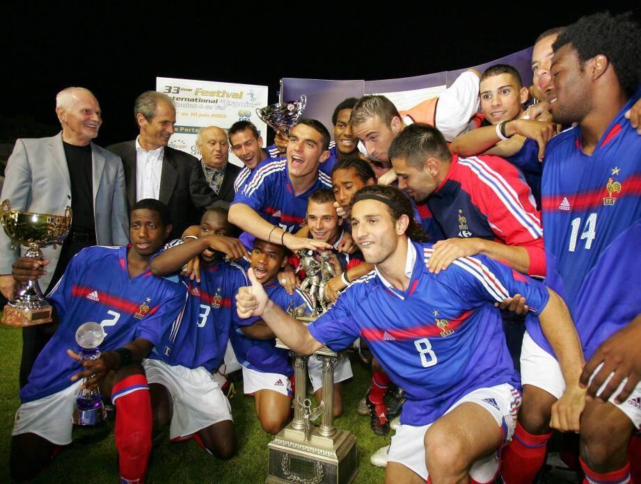 En 2005, sous les yeux du maire Hubert Falco (à gauche), l'équipe de France de Mandanda et Briand s'était imposée à Mayol contre le Portugal