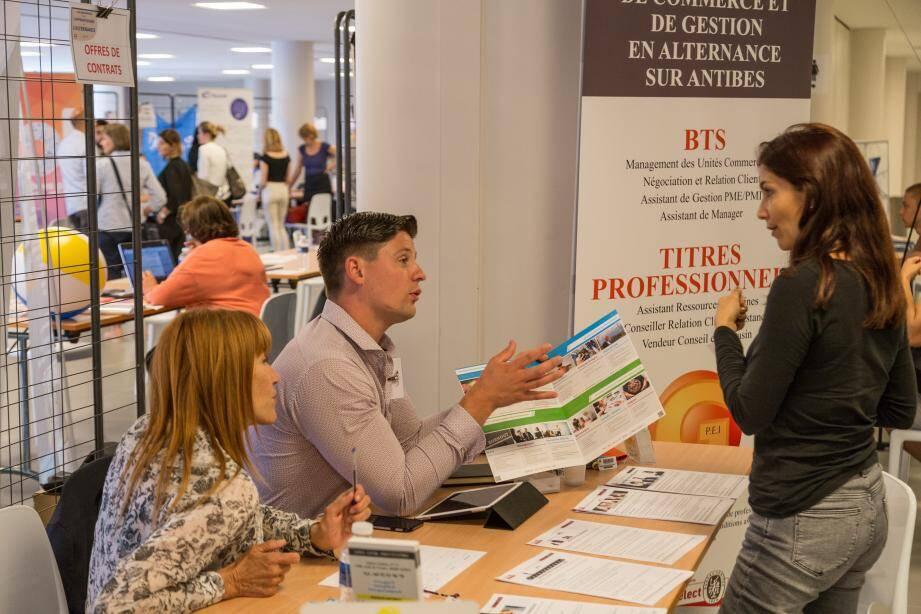Près de quinze écoles et entreprises se sont réunies pour les premières Rencontres de l'apprentissage et de l'alternance organisées, hier, au Palais des congrès de Juan-les-Pins.
