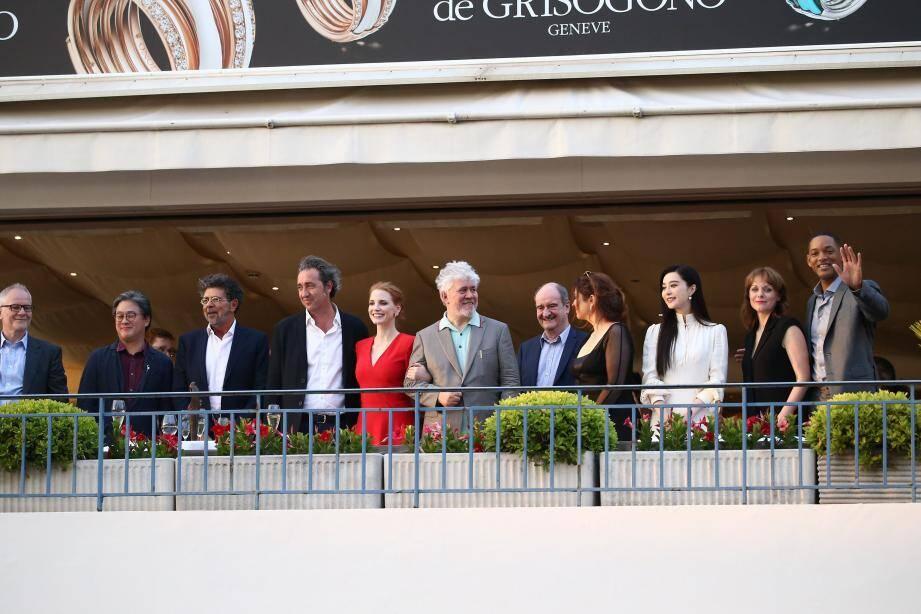 Le jury du 70e festival de Cannes pose autour du président Pedro Almodovar sur la terrasse du restaurant La Palme d'Or du Martinez avant l'ouverture du 70e festival international du film de Cannes.