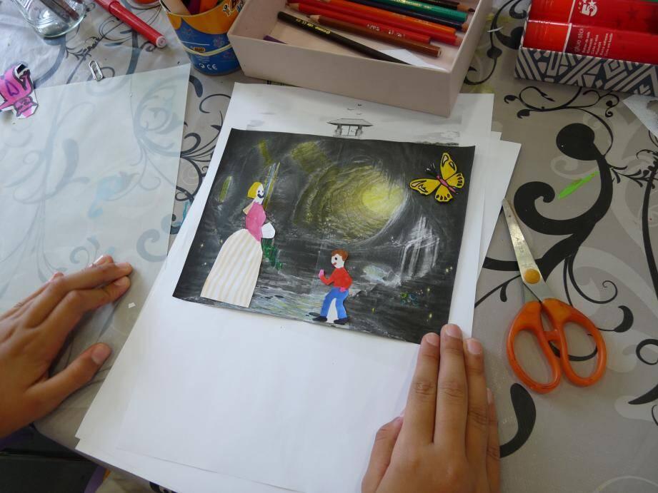 Pierre et Ève, hier à la bibliothèque patrimoniale Villa Saint-Hilaire dans le cadre de l'atelier d'illustration du conte écrit par des Grassois « Le puits ». Ci-dessous Chaïnez et Matilda.