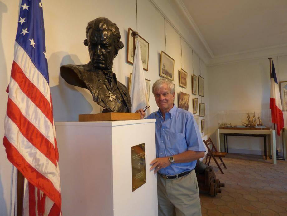 François Million-Rousseau aux côtés du buste de l'Amiral de Grasse.