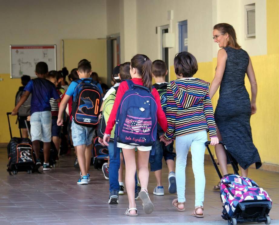 Rentrée sereine hier à Cagnes malgré la foule devant les écoles.