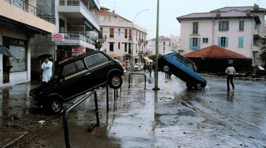 Les dégâts à Antibes le 16 octobre 1979, après le raz de marée provoqué par l'effondrement d'une digue en construction à l'aéroport de Nice.