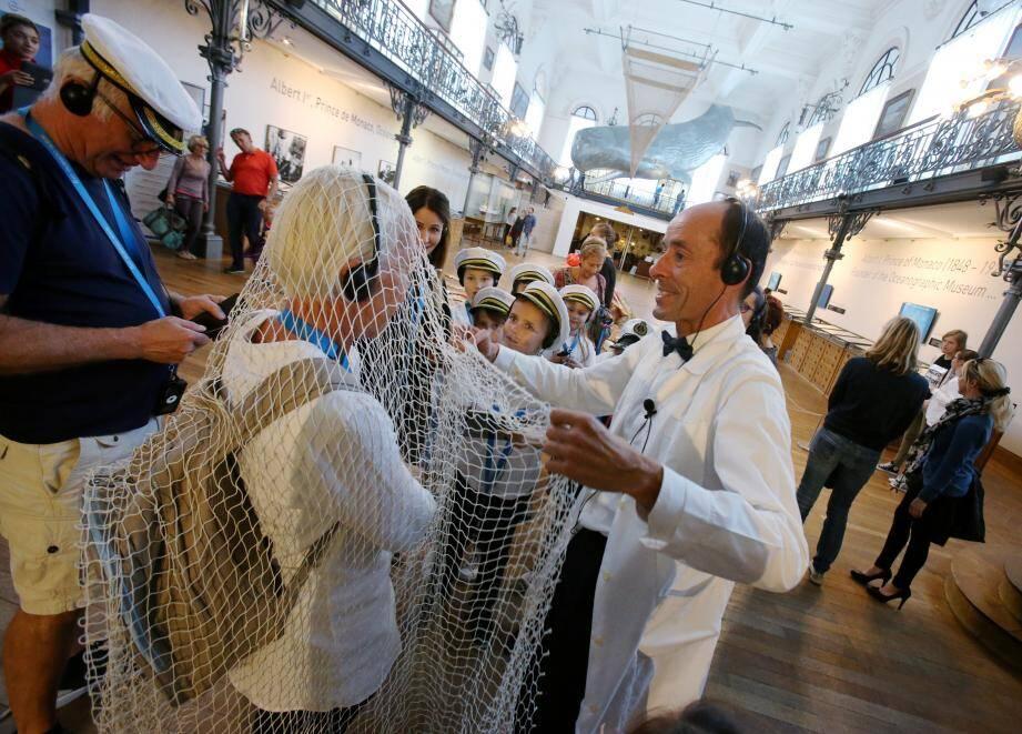 Le professeur Tentaculus entraîne les jeunes visiteurs dans une visite commentée et mouvementée des  salles du musée.