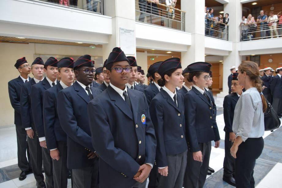 Solennité des jeunes durant les discours d'inauguration de la première promotion des cadets de la défense du Var.