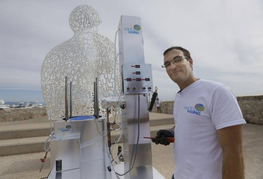 Christofer Costes, l'inventeur de cette installation qu'il a mise au point à Puget-Théniers, dans le haut-pays.