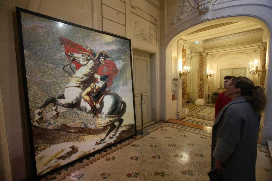 96.768 briquettes et 200 heures de travail pour reconstituer le portrait de Napoléon peint par David.