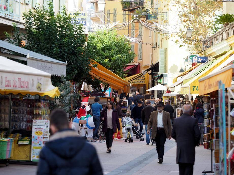 Les rues de Menton regorgent de petites boutiques spécialisées dans les produits 100% mentonnais