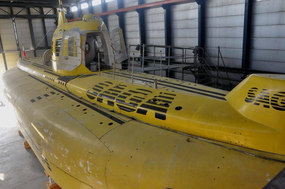 La Comex a relancé le projet Saga au début des années 1980 en reprenant certains éléments, dont la coque, du projet Argyronete du commandant Cousteau, arrêté en 1971.