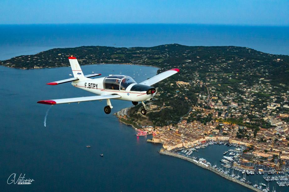 En vol pour le tournage au-dessus du Golfe de Saint-Tropez.