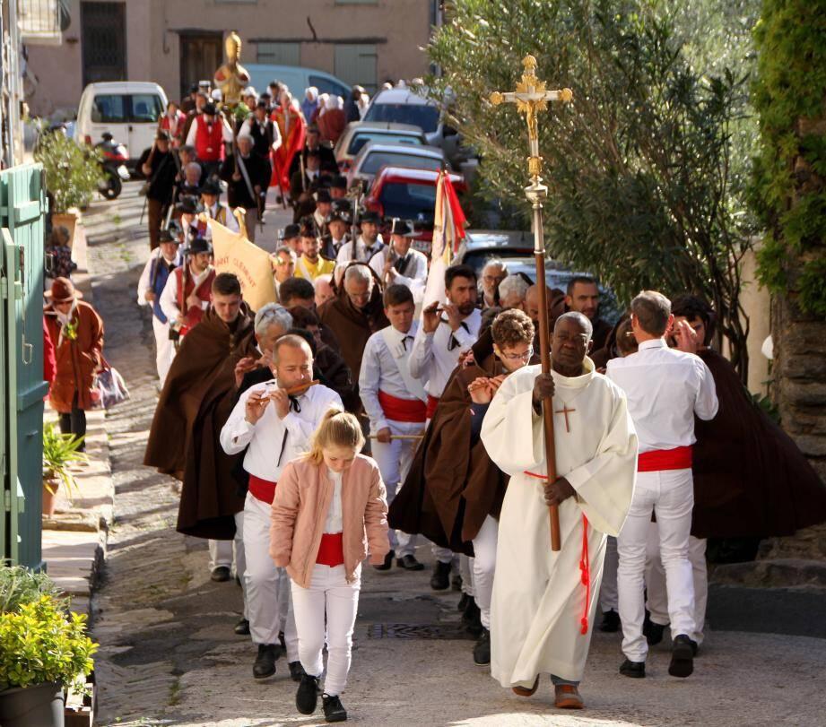 Procession, bénédiction, danses... tout le week-end, la 36e Bravade de Saint-Clément a une nouvelle fois mis la Provence à l'honneur.