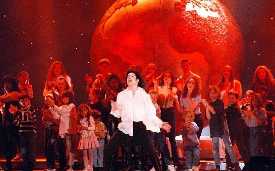 En 1993, 1996 et 2000, le Roi de la pop reçoit un World music award à Monaco.