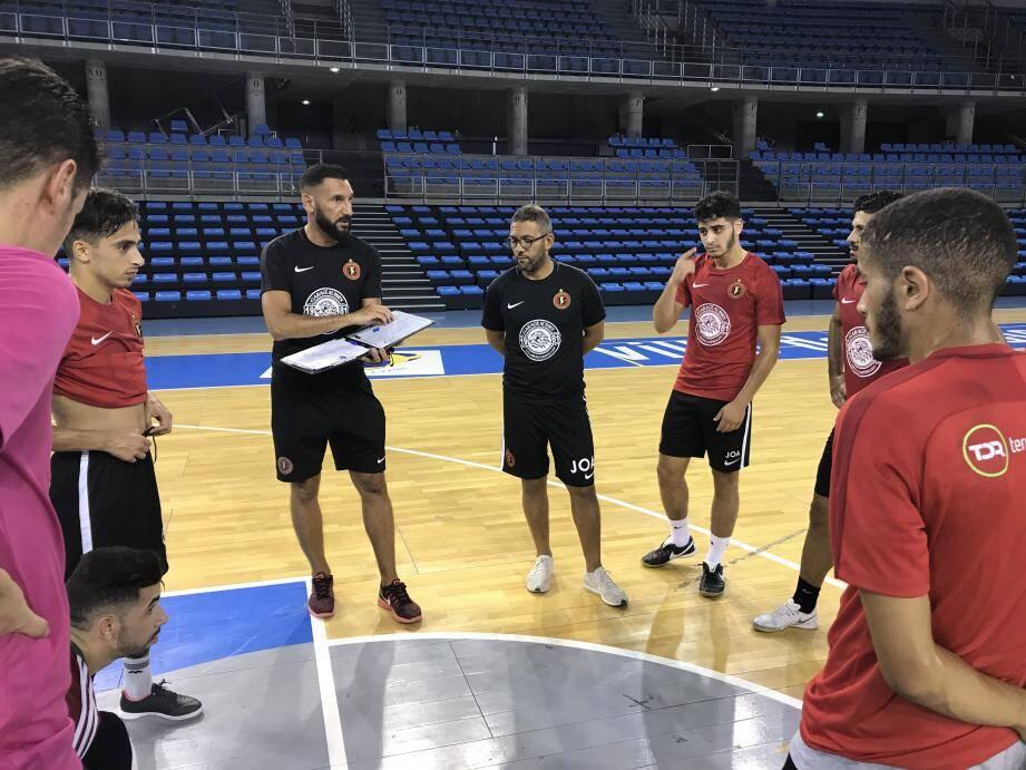 Les Toulonnais sont déjà à pied d'œuvre au palais des sports.