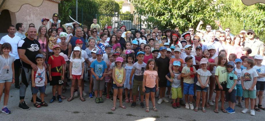 Les animateurs ont offert une belle fête vendredi soir qui s'est déroulée en présence des enfants, des parents et du maire Patrick Martinelli.