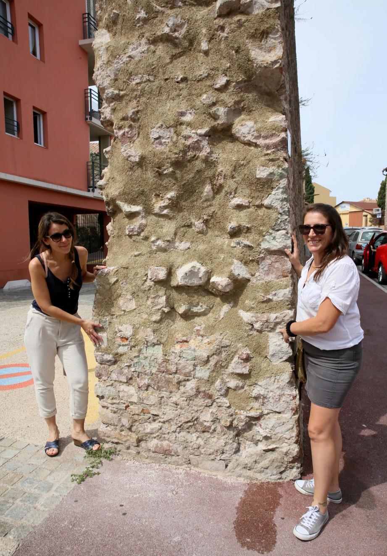 Hélène Garcia et Fabienne Osenda, archéologues à Fréjus.