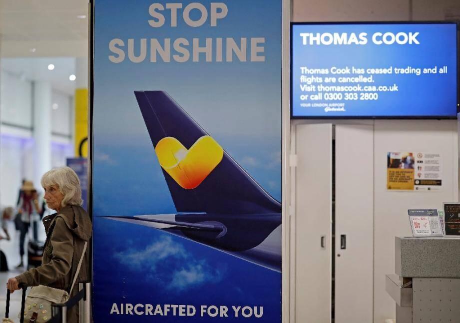Les comptoirs de Thomas Cook, le voyagiste britannique en faillite, sont fermés à l'aéroport de Gatwick (Angleterre) le 23 septembre 2019