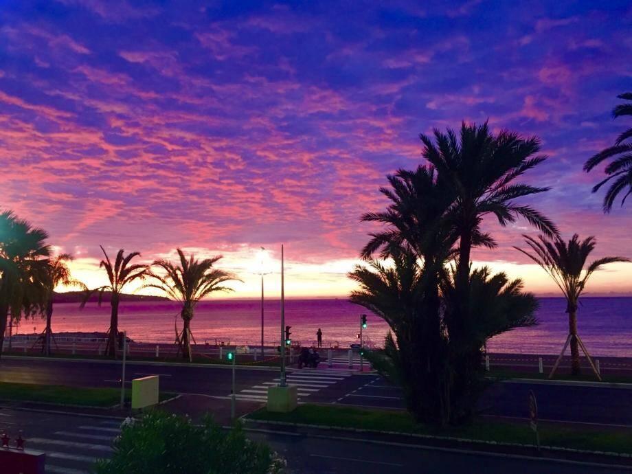 Vue depuis la Promenade des Anglais à Nice.