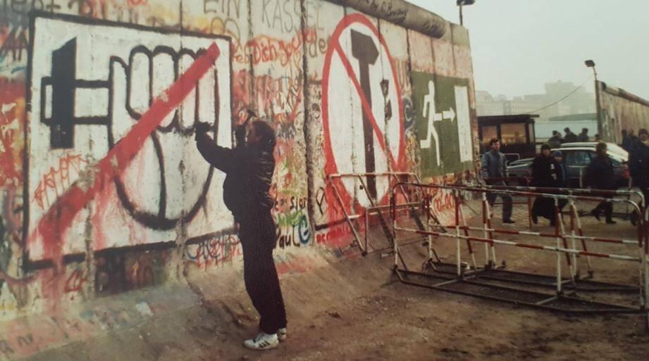 Le 9 novembre 1989, Pascal Bellenger se trouvait à Berlin.Le lendemain, il buvait le champagne au pied du Mur, tout juste tombé.