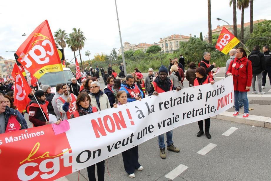 Les manifestants ont rivalisé de slogans et de punchlines ce jeudi matin dans les rues de Nice.