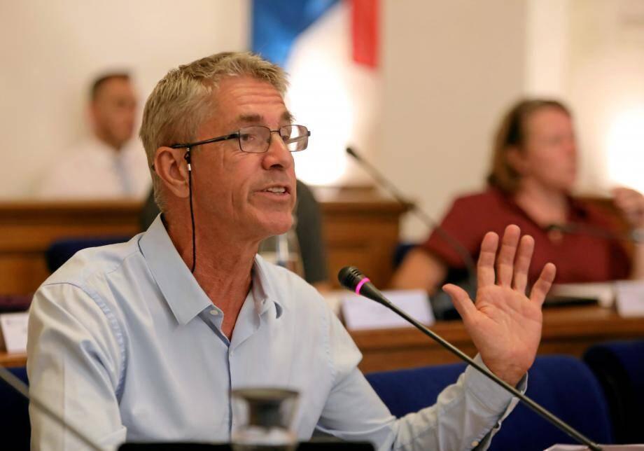 Tanguy Cornec a longuement débattu avec le maire concernant le béton, les logements sociaux sur Marenda Lacan ou encore concernant le projet Écotone.