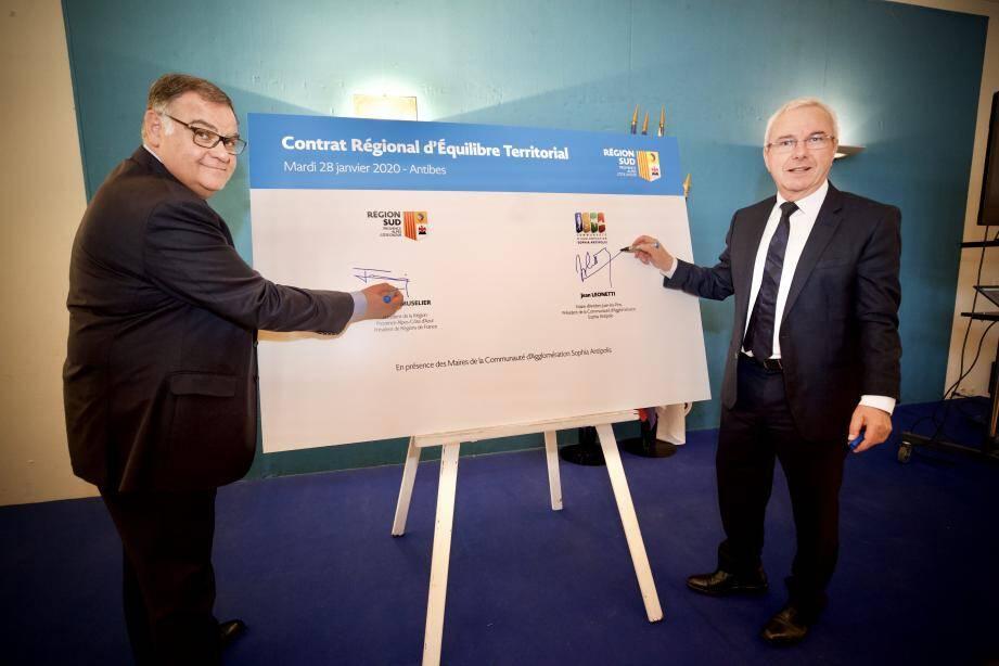 Le président de la Casa, Jean Leonetti et Pierre-Paul Leonelli ont signé, hier, le contrat régional d'équilibre territorial.