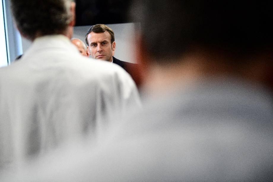 Emmanuel Macron à la Pitié-Salpétrière, à Paris, le 27 février 2020.