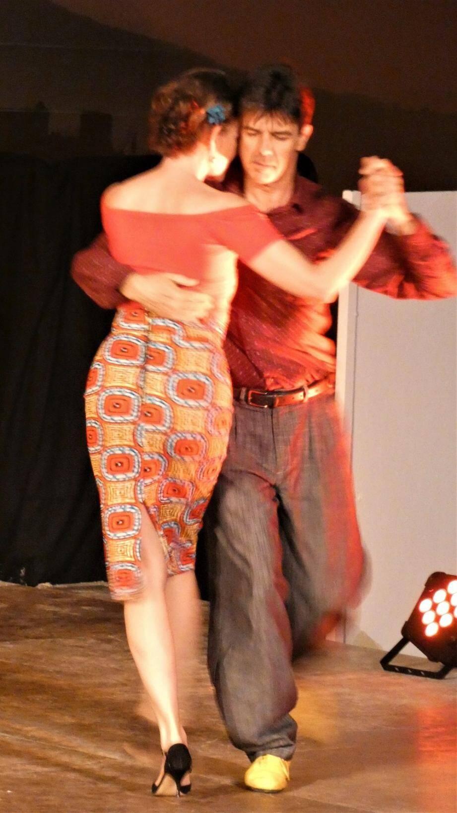 Quelques pas de danse avec Tango bleu 83.
