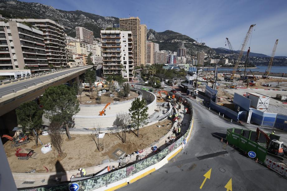Végétalisation du rond point du Portier à Monaco.