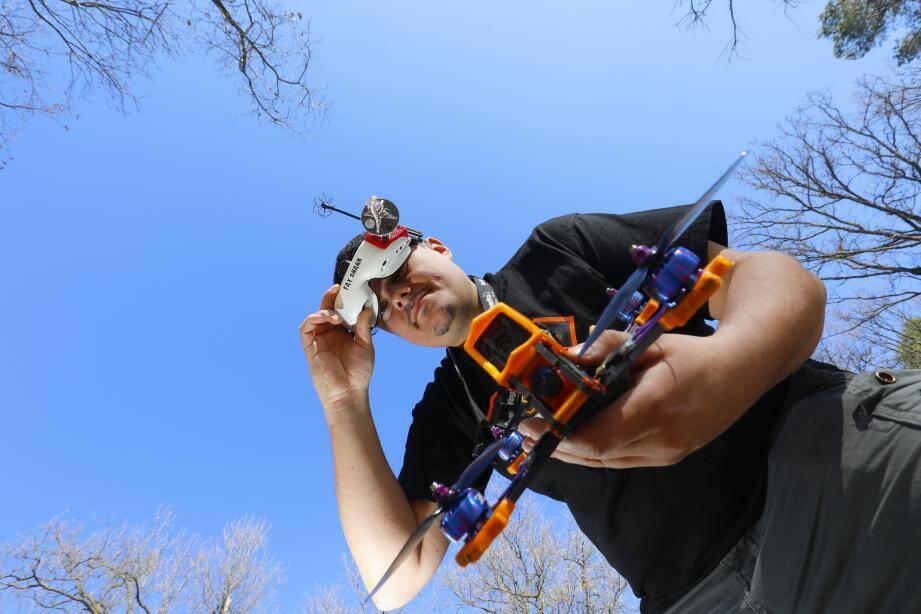 Le pilote de drone Thomas Panaiva, alias Toms.