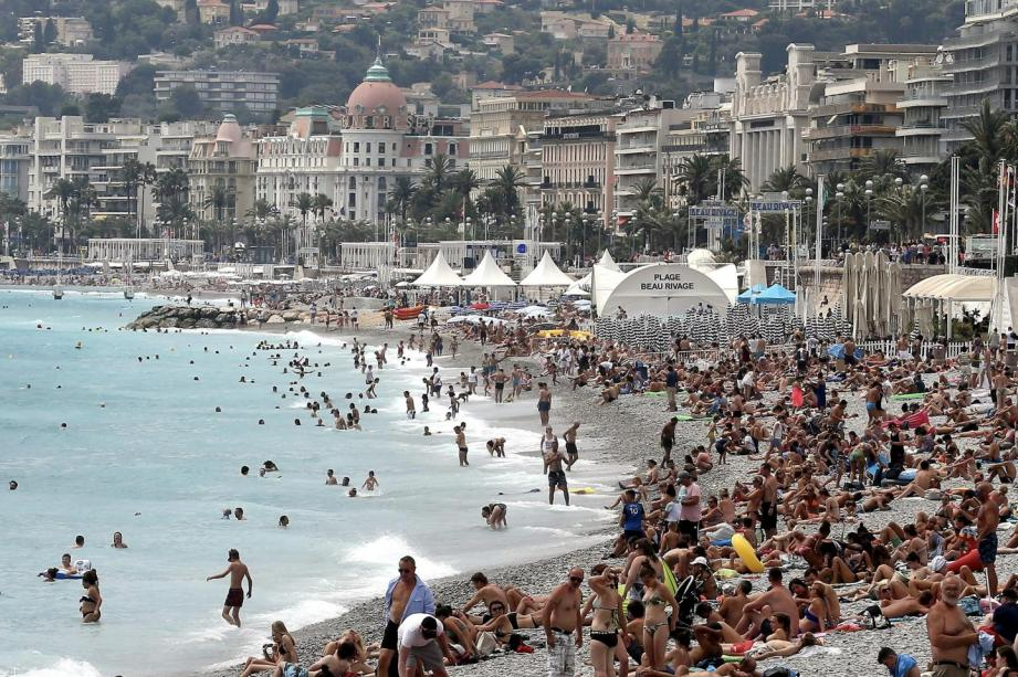 Sur les plages de Nice