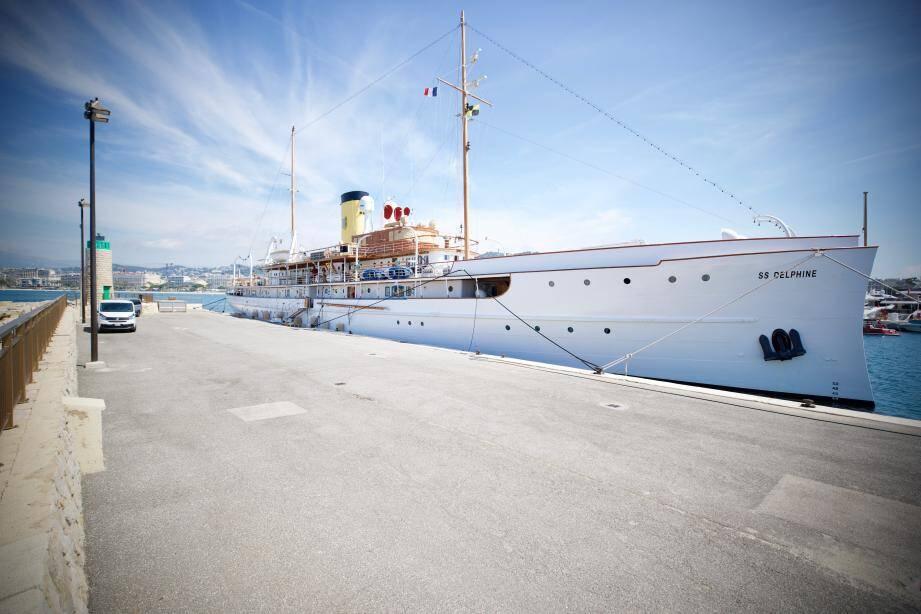 Le SS (pour Steam ship. Soit bateau à vapeur) Delphine devrait quitter le port Pierre-Canto dans le courant du mois de juin. Le navire, qui ne se visite pas, a fait l'objet d'une nouvelle rénovation l'hiver dernier au chantier Sud Marine de Marseille afin de le qu'il soit prêt pour une nouvelle traversée de l'Atlantique envisagée en 2021. Il célébrera son centenaire aux États-Unis, là où il fut construit en 1921.