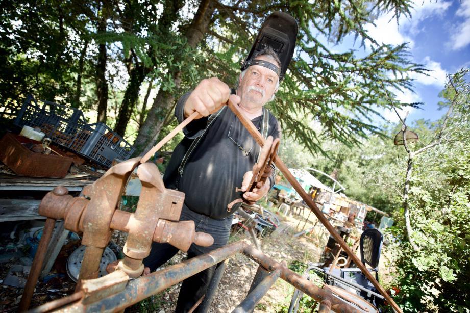 Avant de sculpter le métal, Jean-Claude Obriot, alias ZA, a traversé quelques tempêtes.