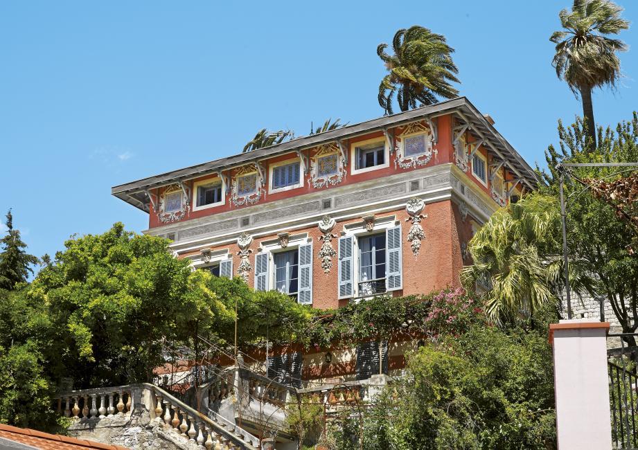 Construite vers 1880 à Garavan, la villa La Favorite est l'une des plus anciennes maisons à décor peint de Menton.