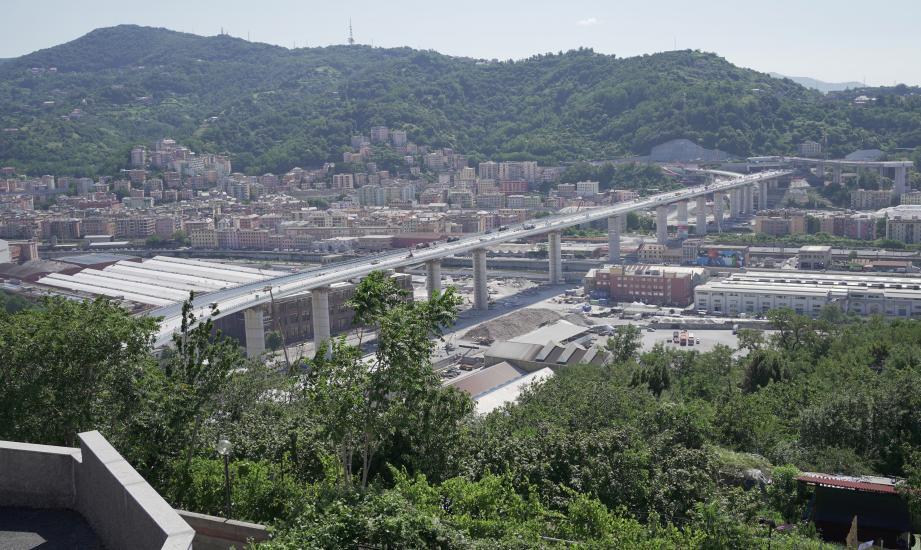 Le nouveau pont de Gênes, depuis la  colline de la Coronata.
