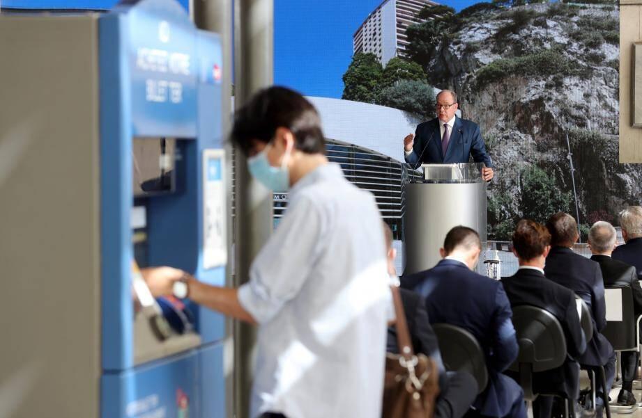 «A l'aube du XXIe siècle, la gare de Monaco demeure aujourd'hui l'illustration d'un nouveau concept de gare moderne, innovante techniquement et architecturalement», selon le prince Albert II.