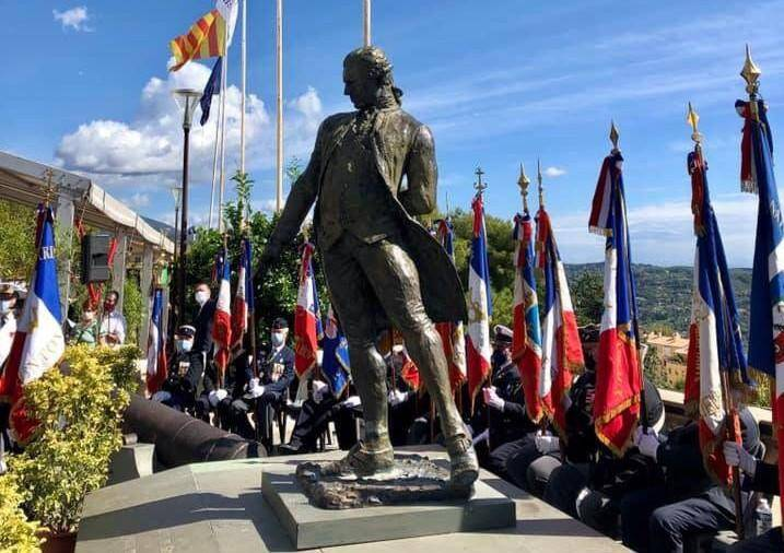 Héros d'une bataille capitale de la guerre d'indépendance américaine, l'officier de marine est célébré chaque année sur le cours Honoré-Cresp, au pied du monument à son effigie.