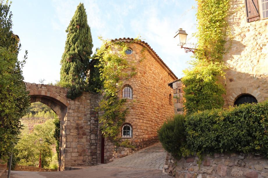La cité médiévale a été rénovée à l'initiative de la mairie dans les années soixante.