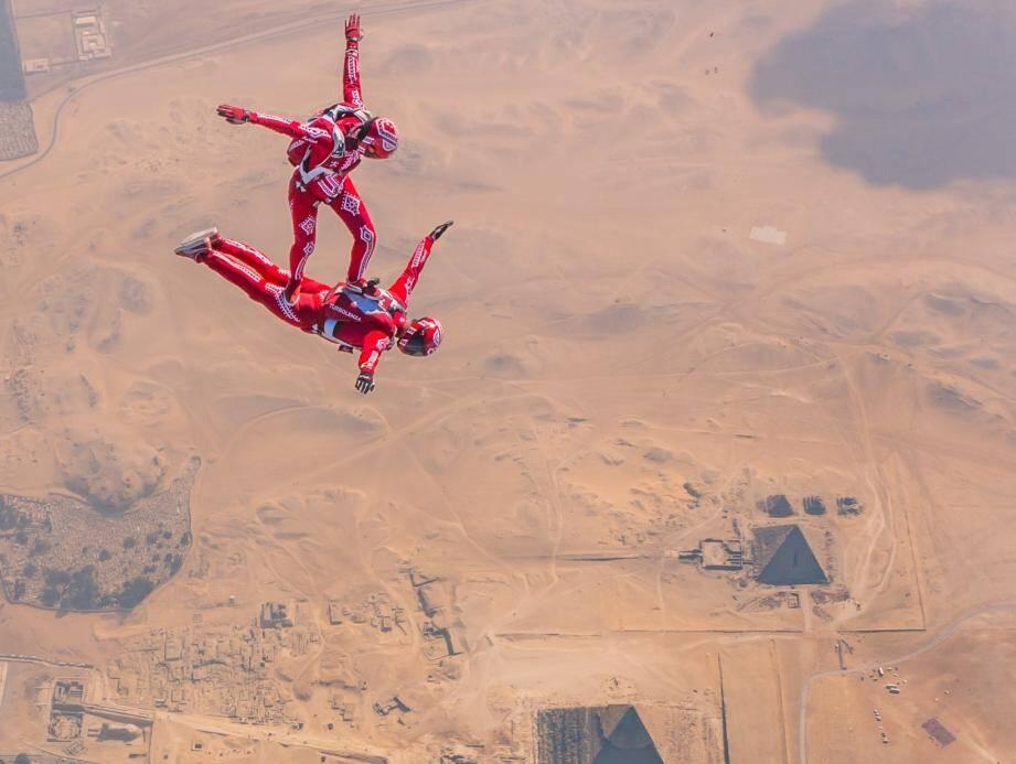 En 2019, Grégory Crozier et Karine Joly ont effectué un saut à plus de 4.500 m d'altitude, au-dessus des pyramides de Gizeh, en Égypte.