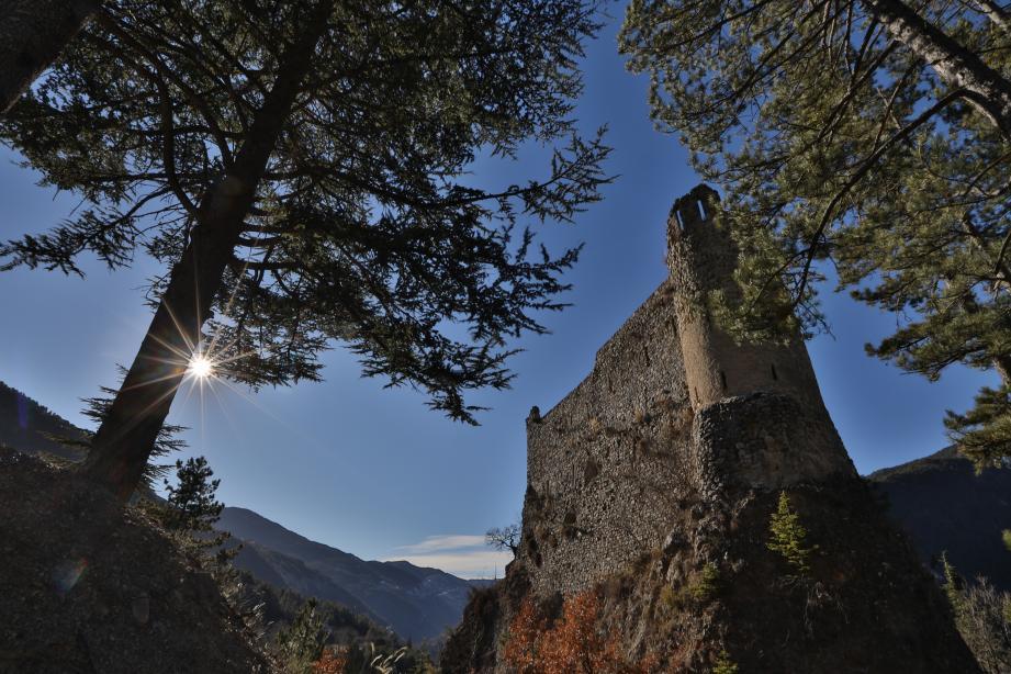 Le château de la Reine Jeanne à Guillaumes, dans la haute vallée du Var.