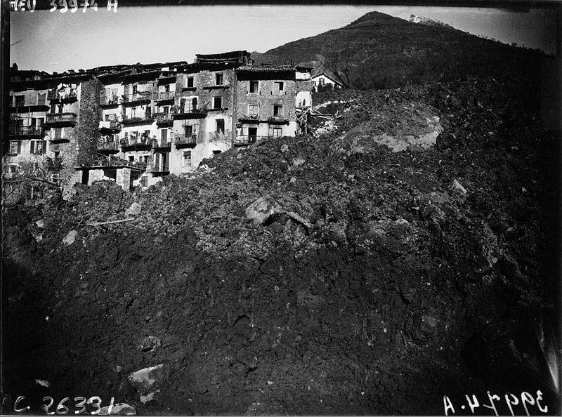 Le glissement de terrain emporta le village
