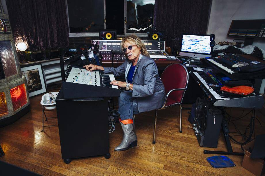 À la vente, une épreuve d'artiste signée de cette photo prise dans son studio dont la majorité des instruments a été dispersée samedi durant plus de cinq heures d'enchères.