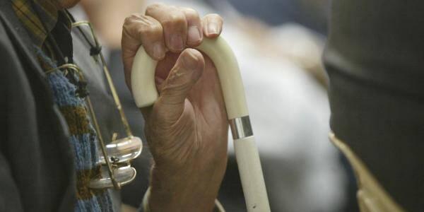 Les personnes âgées, considérées comme des personnes vulnérables, pourront recevoir de la visite, dans le strict respect des gestes barrière.