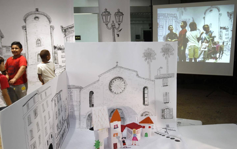 A l'ancienne Banque de France, les enfants se trouvent projetés dans un décor urbain.